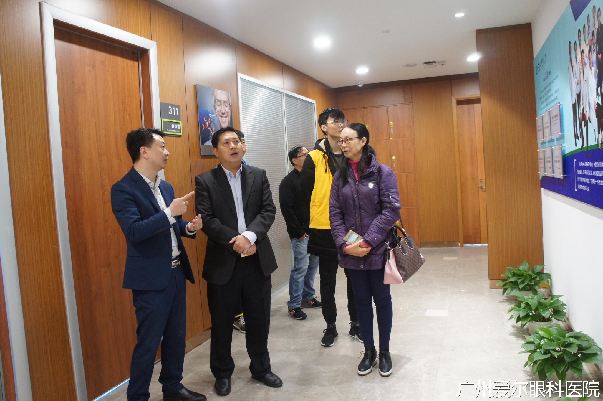 杨绍茂先生与区泳璋女士莅临广州爱尔眼科医院进行参观