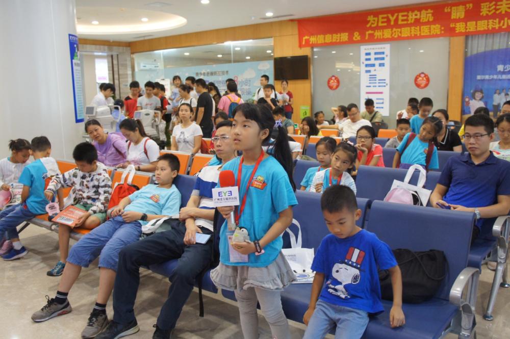 提问环节:小记者们踊跃举手请教医生眼健康问题
