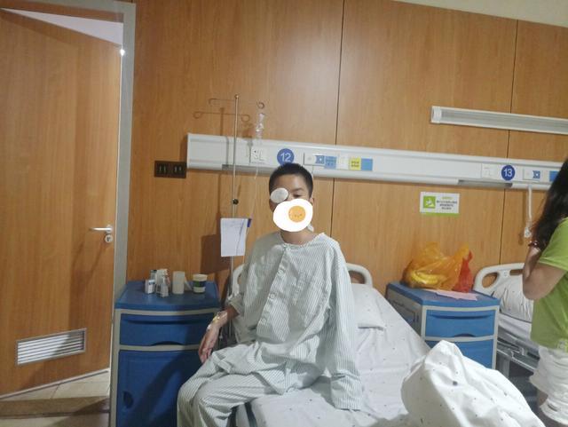 13岁男孩天生无泪道,眼科医生妙手